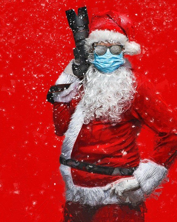 Santa-The-Photographer-With-Face-Mask